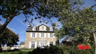 a vendre belle demeure exposée sud sur parc clos de mur à St Malo
